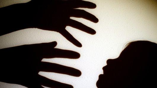 In Bonn soll eine Zwölfjährige missbraucht worden sein. (Symbolbild)