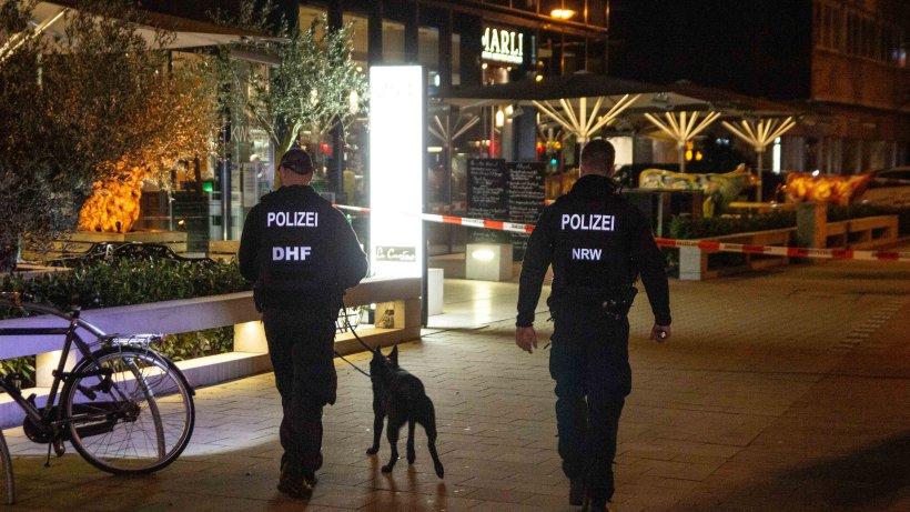 Düsseldorf: Mann (51) will vor Restaurant eine Zigarette rauchen und wird niedergestochen – Lebensgefahr!