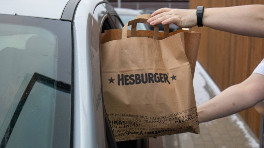 """Ein """"schneller"""" Besuch beim örtlichen Fast-Food-Restaurant zog eine Ermittlung wegen Falschgeld nach sich. (Symbolfoto)"""