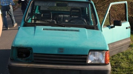 Polizisten in Coesfeld haben den Motrorraum dieses Wagens geöffnet. Was sie dort gefunden haben, hat sie staunend zurück gelassen.