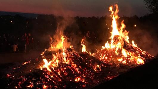 In der Nacht von Samstag zu Sonntag brannten viele Osterfeuer (Symbolbild).
