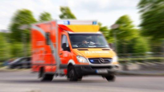 Bei einem Unfall in Bottrop ist eine Passantin tödlich verunglückt. (Symbolbild)