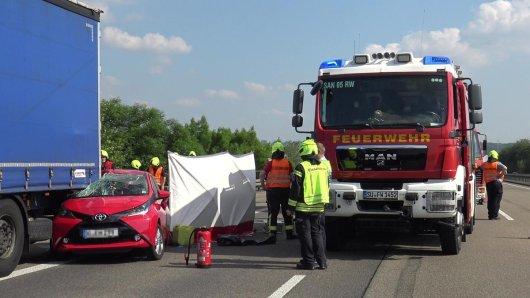 Bei einem Auffahrunfall auf der A3 bei Köln verstarb eine 57-Jährige.