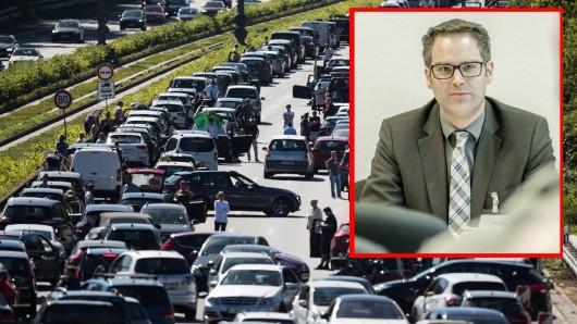 NRW-Verkehrsexperte Jan Lohoff (Bild) verrät, warum sich der Verkehr auf den Autobahnen bald etwas entspannt.