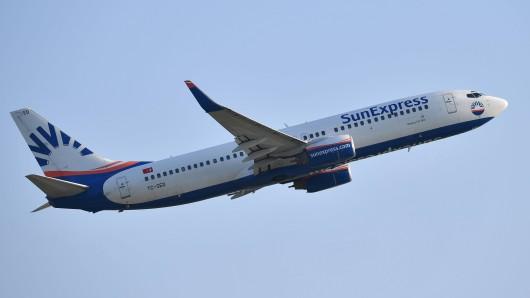 """Beim Landeanflug auf den Flughafen Köln/Bonn musste eine Boeing 737 von """"SunExpress"""" am Dienstag durchstarten. (Symbolfoto)"""