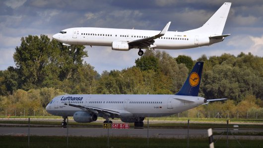 Sind Flieger Richtung Flughafen Düsseldorf derzeit besonders tief unterwegs? (Symbolfoto)