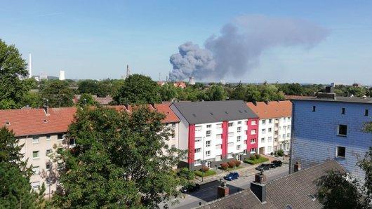 Die graue Rauchwolke über Recklinghausen ist bis Herne zu sehen.