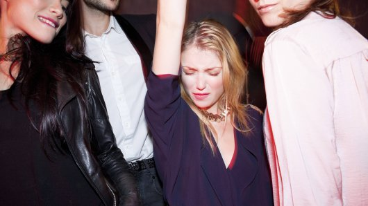 In Düsseldorf hat eine junge Frau wohl ZU ausgiebig in einer Disco feiern. (Symbolbild)