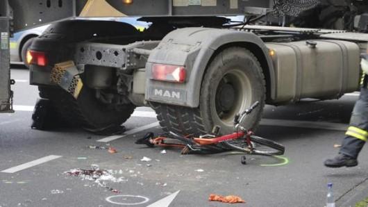 Ein elfjähriges Mädchen ist bei dem Unfall in Leverkusen ums Leben gekommen.
