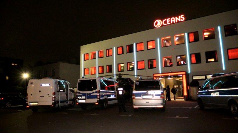Razzia in Düsseldorf: Polizei durchsucht Bordell