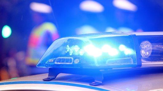 Auf der B9 in Kerken-Stenden kam es am 16. November zu einem dramatischen Verkehrsunfall. (Symbolbild)
