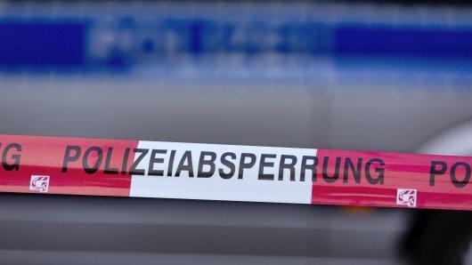 In NRW ist die Polizei auf der Suche nach zwei flüchtigen Bankräubern. (Symbolbild)