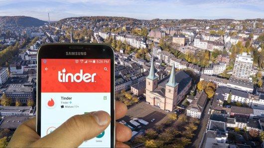 Ein verzweifelter Tinder-User aus NRW wird jetzt zum Internet-Helden.