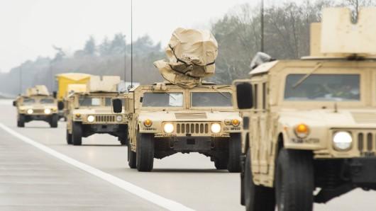 Auf deutschen Autobahnen verkehren schon bald US-Militärfahrzeuge – auch in NRW. (Symbolbild)