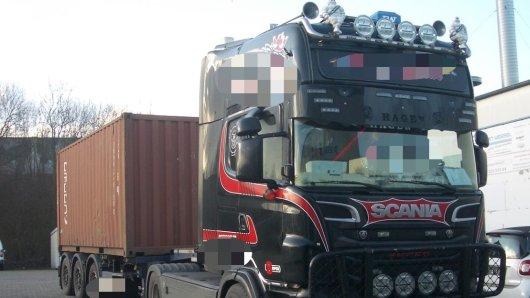 Die Polizei ließ diesen Lkw auf der A1 in NRW abschleppen.