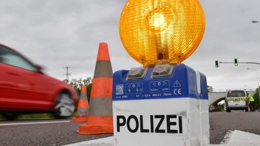 In NRW kam es zu einem Unfall, mehrere Autofahrer wollten nicht im Stau warten. (Symbolbild)