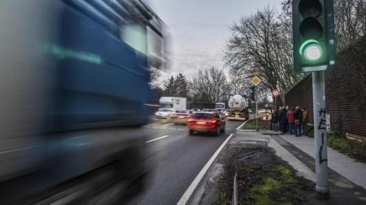 Die Stadt Essen kontrolliert auf der B224 die Geschwindigkeit.