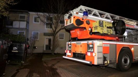 Die Feuerwehr hat am Samstagabend einen toten Mann gefunden. Die Umstände sind noch unklar.