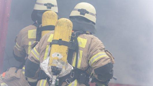 In Wuppertal ist bei einem Wohnungsbrand eine 58-Jährige Frau verstorben. (Symbolbild)