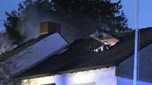 Die Feuerwehr bekämpfte am frühen Samstagmorgen einen Brand in Bergkamen (NRW).
