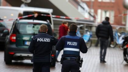 Mehr als 20 Menschen gehen in Herford (NRW) aufeinander los. Ein 18-Jähriger wird dabei schwer verletzt. (Symbolbild)