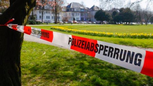 Corona-Alarm in NRW: Die Polizei muss zahlreiche Orte sperren. (Symbolbild)