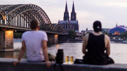 Ein Paar will Sex am Rhein in Köln haben. Doch dann kommt alles anders. (Symbolbild)