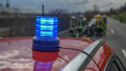 Ein schwerer Unfall kostete am Freitag einem 39-jährigen Autofahrer aus NRW das Leben. (Symbolbild)