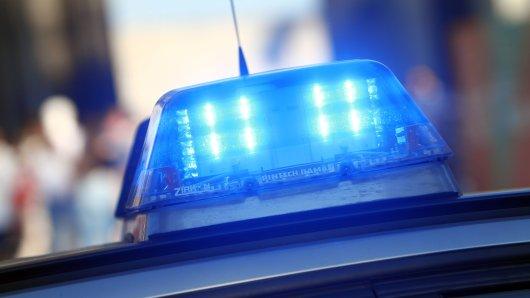 In Bochum feiern Menschen tagelang eine illegale Techno-Party. Die Polizei wird von Zeugen darauf hingewiesen kann nicht glauben, was sie sieht. (Symbolbild)