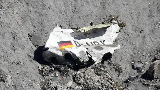 Germanwings-Absturz im März 2015: Wrackteile der Maschine an der Absturzstelle in den französischen Alpen.