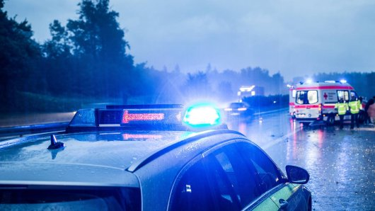 NRW: Auf der A44 ist in der Nacht zum Sonntag ein 28-jähriger Mönchengladbacher ums Leben gekommen. (Symbolbild)