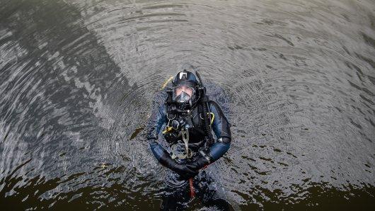 Die Wasserschutzpolizei hat einen toten Mann aus dem Rhein bei Köln geborgen. (Symbolbild)