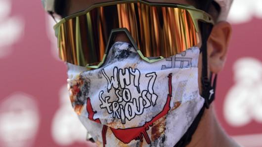 Im öffentlichen Nahverkehr sollte man in NRW immer eine Schutzmaske tragen. Sonst kann es jetzt richtig teuer werden. (Symbolfoto)