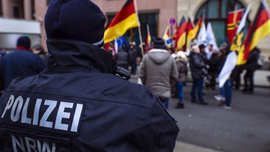 Der rechtsextreme Skandal rund um einige Polizisten in NRW weitet sich aus. (Archivbild)