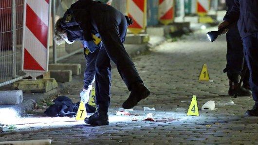 Nach der tödlichen Messerattacke in Dresden auf zwei NRW-Touristen wurde ein Verdächtiger festgenommen.