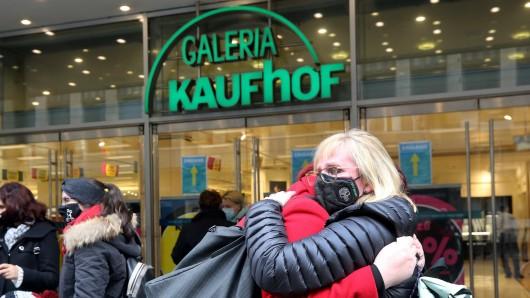 Galeria Karstadt Kaufhof: Mitarbeiter und Kunden waren geschockt, als die Schließung der Filialen bekannt gegeben wurde. (Archiv)