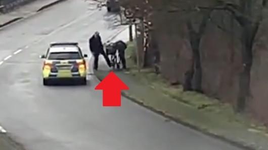 NRW: Ein Video einer Polizeikontrolle im Meschede sorgt für Entsetzen im Netz.