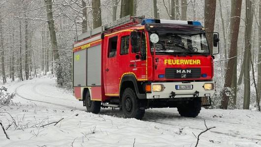Feuerwehrkräfte auf dem Weg zum Einsatz.