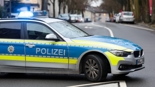 Die Polizei fahndet nach den beiden Räubern, bittet um Hinweise. (Symbolfoto)