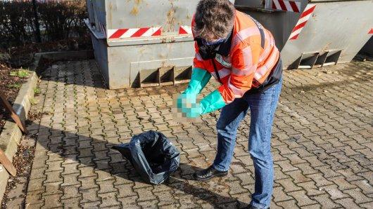 Hund in NRW: Ein Mitarbeiter der Autobahnmeisterei Hagen fand die toten Welpen auf einem A46-Rastplatz.