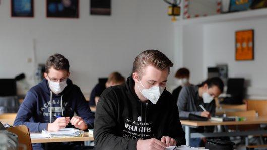 Elternverbände fordern die Schulöffnung für alle Klassen. (Symbolbild)