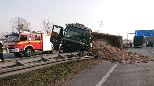 A1: Auf der Autobahn ist es zu einem Unfall gekommen.