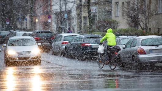 Wetter in NRW: Regen und Schnee statt Frühlingssonne? Vor allem im Ruhrgebiet solltest du dringend aufpassen! (Symbolbild)