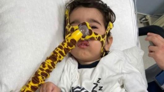Yigit wird aktuell in einem Krankenhaus in Istanbul behandelt. Bekommt er nicht die notwendige Therapie, wird er nicht lange überleben.