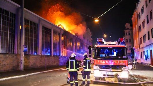 In Hagen/NRW kam es in der Nacht zu einem Großbrand einer Fabrikhalle.