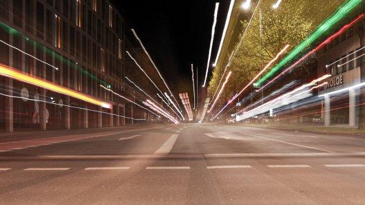 In einer NRW-Stadt wurde die Ausgangssperre aufgehoben. Daraufhin eskalierte die Situation auf den Straßen! (Symbolbild)