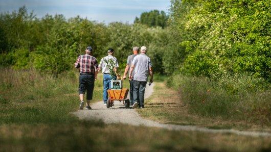 Das zweite Jahr in Folge steht der Vatertag in NRW im Schatten der Corona-Pandemie. Was ist am Vatertag 2021 erlaubt – und was nicht? (Symbolbild)