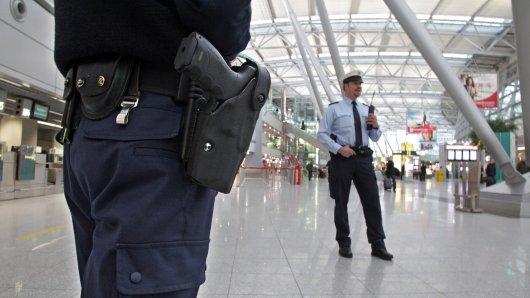 Flughafen Düsseldorf: Ein Mallorca-Urlaub endete für einen 29-Jährigen anders als er dachte. Daran war die Bundespolizei nicht unbeteiligt. (Symbolbild)