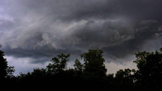 Gewitter ziehen weiter über NRW hinweg. (Symbolbild)
