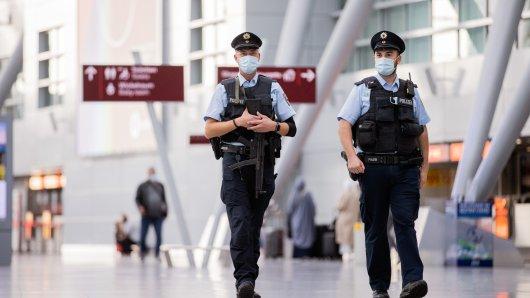 Flughafen Düsseldorf: Von seinem Urlaub in der Türkei ging es für einen Mann direkt in Haft. (Symbolbild)